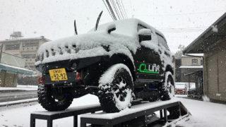 ついに本日、大雪~~!!朝からテンションMAXで出社です!ジムニーコンプ作業も開始です!!